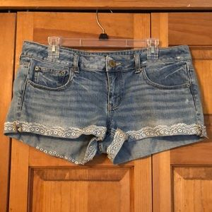 American Eagle light wash denim jean shorts